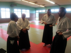 Paul, Pierrot, Thierry et Yves en discussion au bord du Tatami.